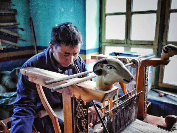 Tibetan craftsman. (Photo provided to chinadaily.com.cn)