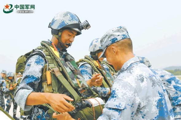 Now Cheng has become a soldier of the Chinese airborne troops. (Photo/81.cn)